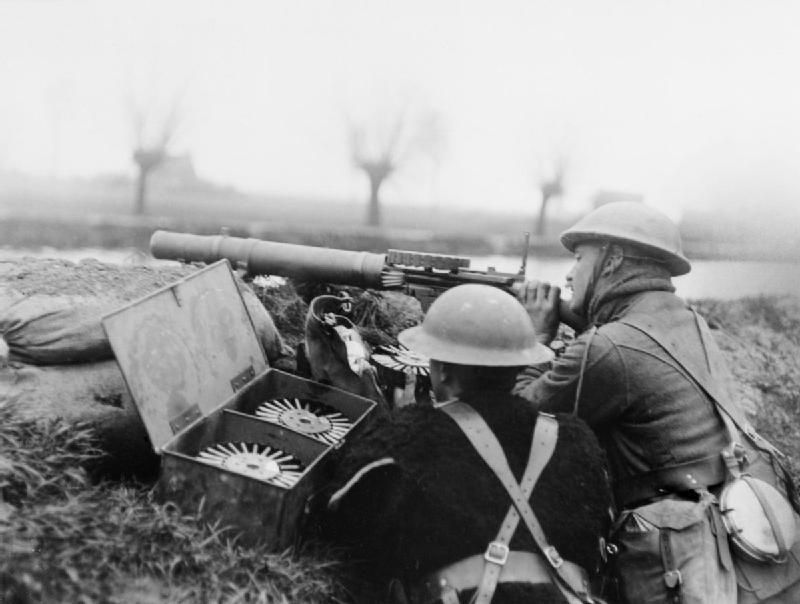 British_Lewis_gun_team_Battle_of_Hazebrouck_1918_IWM_Q_10902.jpg