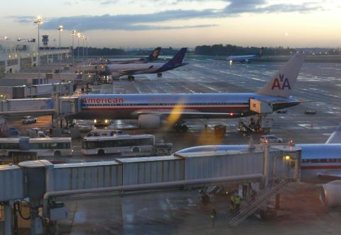Brussels_airport_terminal_b_early_morning_02.JPG