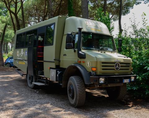 Bus_national_park_Vesuvius.jpg