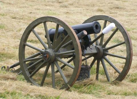 Civil_War_era_howitzer_cannon.jpg