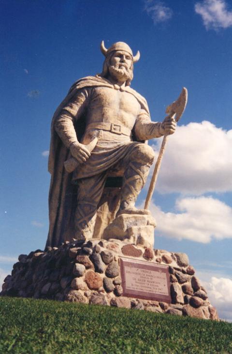 Gimli_Viking_statue.jpg