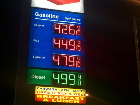 High_fuel_prices_at_Miami_International_Airport_Chevron_station,_April_16,_2011.jpg