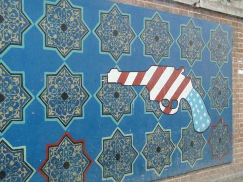 Iran_2007_028_US_embassy_Tehran_(1732371718).jpg
