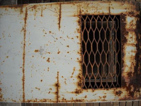 Rust_window_old_metal.jpg
