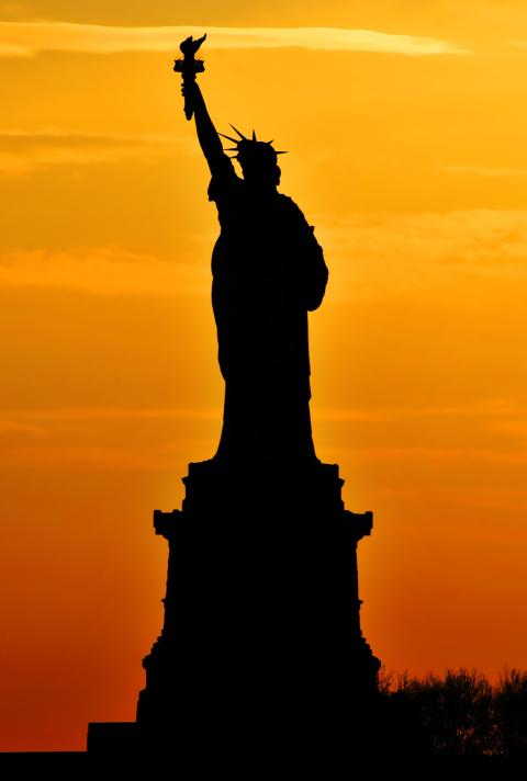 Statue_of_Liberty_Silhouette.jpg