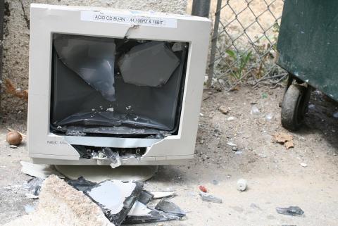 broken_computer_monitor.jpg