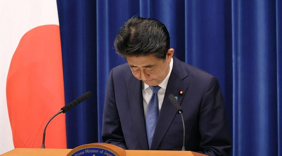 The End of the Abe Administration—The End of Abenomics? Books on Past and Present in the Japanese Political Economy